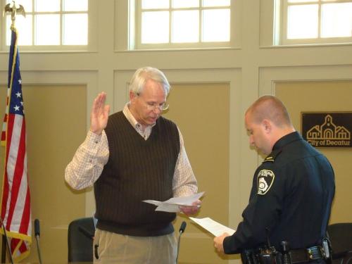 Mayor Floyd Swears in Lt. Hensel